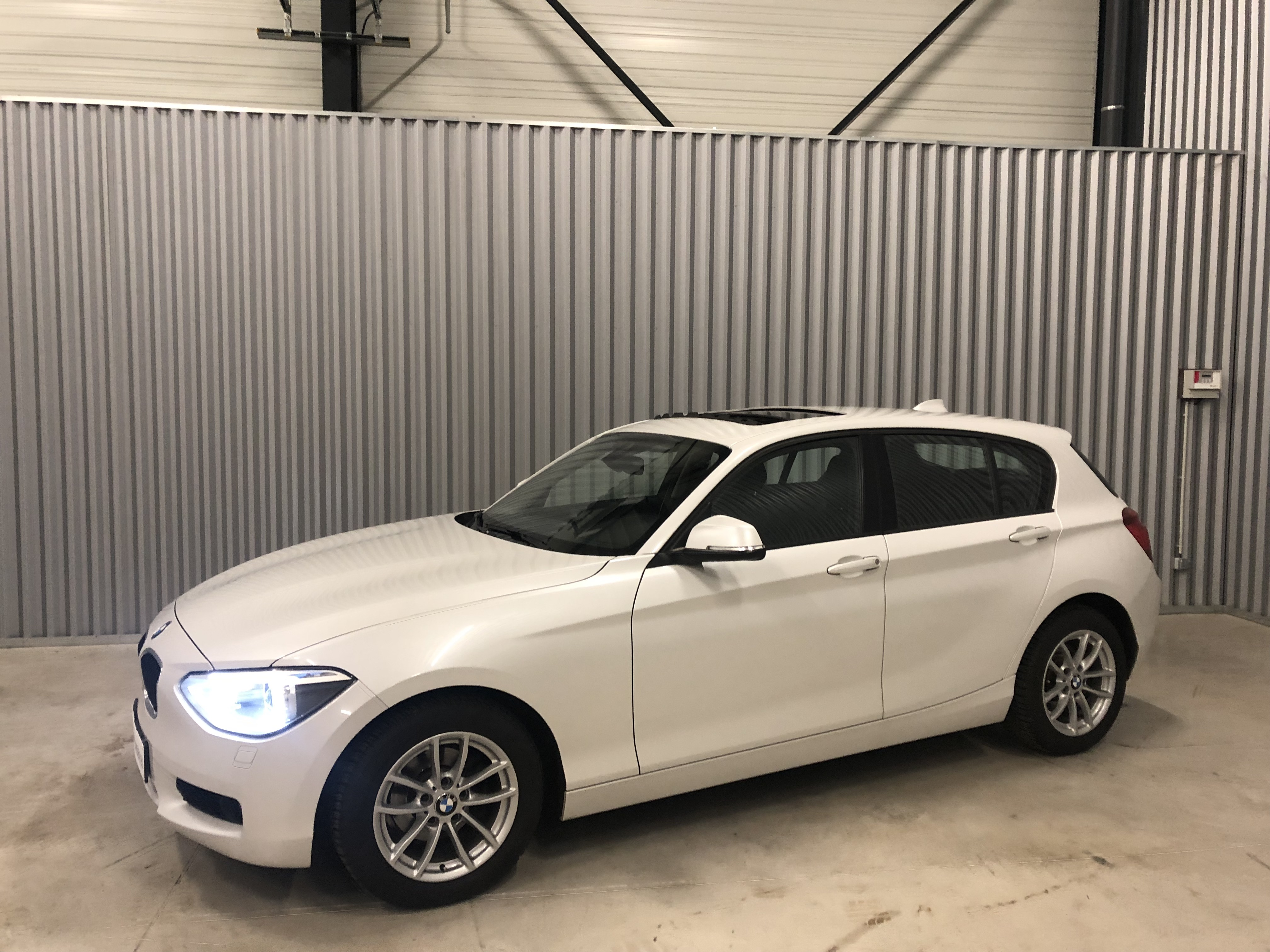 BMW Serie 116i Toit ouvrant Blanc Image